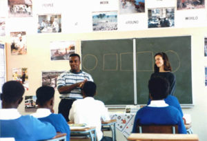 teaching-high-school-africa-1493847 copia